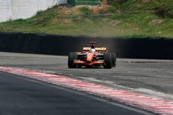 Adrian Sutil, Spyker F1 Team, runs wide