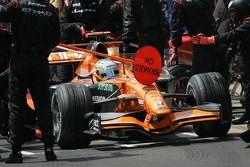 Adrian Sutil, Spyker F1 Team pit stop