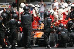 Adrian Sutil, Spyker F1 Team, F8-VII-B pit stop