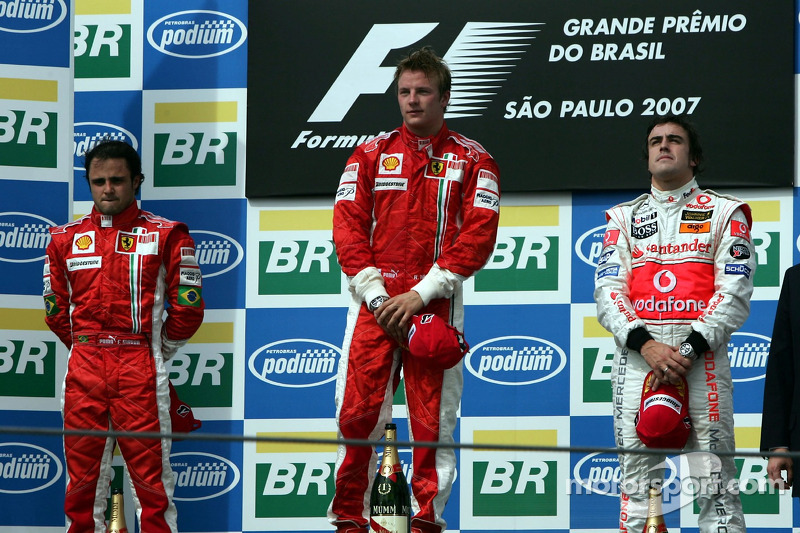 Podio: ganadorde la carrera y campeóndel mundo 2007 Kimi Raikkonen, segundo lugar Felipe Massa, tercer lugar Fernando Alonso