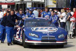 Kurt Busch helps his crew push the #2 Dodge into the garage