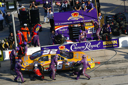 Pit stop for Jamie McMurray