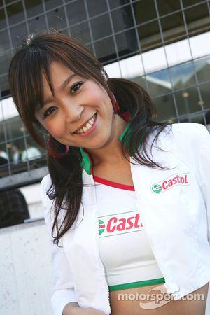 Jeune femme Castrol
