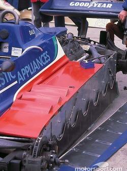 Les jupes sur la Tyrrell de Derek Daly