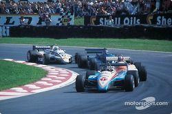 Jacques Laffite devant Marc Surer, Brian Henton et Jochen Mass