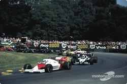 Start van de race: Prost aan de leiding