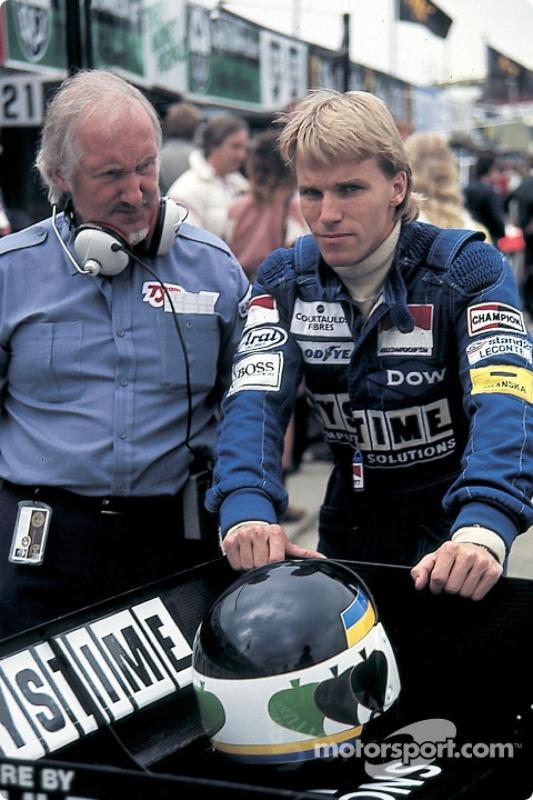 Pouco antes do evento, a Tyrrell foi desclassificada do campeonato, por uso ilegal do lastro de combustível. O dono do time, Ken Tyrrell conseguiu na justiça o direito de ter seus carros no grid.