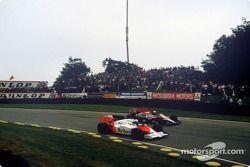 Alain Prost, McLaren MP4/2, Andrea De Cesaris, Ligier JS23