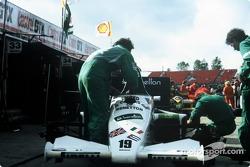 La Benetton Toleman-Hart TG185 dans les stands