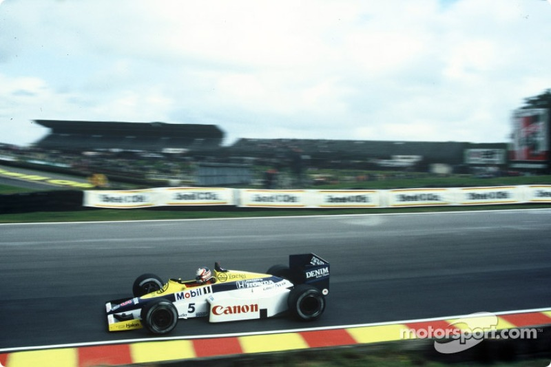 Em sua primeira vitória na F1, Mansell teve o auxílio de seu companheiro Rosberg. Após ter problemas, o finlandês bloqueou Senna, que liderava, e permitiu a ultrapassagem de Mansell.