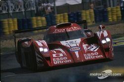 #27 Toyota Motorsport Toyota GT-One: Кеиичи Цучия, Укио Катаяма, Тошио Сузуки