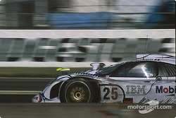 #25 Porsche AG Porsche 911 GT1-98: Jörg Müller, Uwe Alzen, Bob Wollek