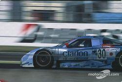 #30 Japan Nissan Motorsports Nissan R390 GT1: John Nielsen, Michael Krumm, Franck Lagorce