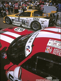 Viper against Corvette on the grid