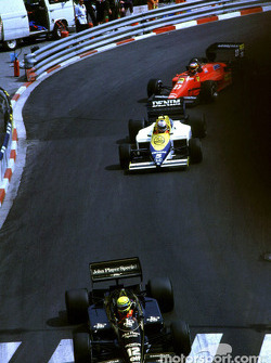 Ayrton Senna voor Nigel Mansell en Michele Alboreto