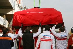 Car, Franck Montagny, Test Pilotu, Toyota F1 Team is returned to pit stop