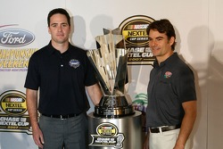 Press conference at the Doral in Miami: Jimmie Johnson and Jeff Gordon pose with the Nextel Cup