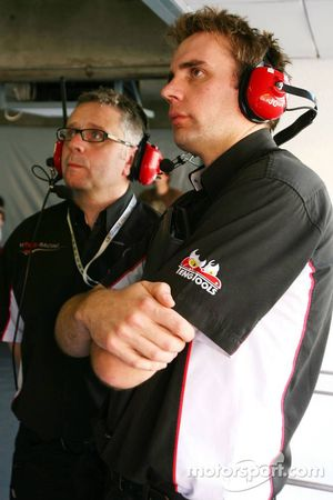 David Hayle with an engineer, Team Hitech