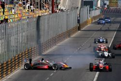 Michael Ho, Hitech Racing Dallara / Mercedes-HWA crashes at the start