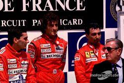 Podium : le vainqueur Alain Prost avec Ayrton Senna et Michele Alboreto