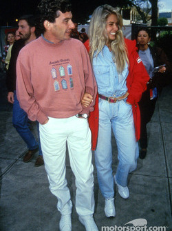Ayrton Senna con su novia Adriane Galisteu