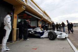 Augusto Farfus, BMW Team Germany, WTCC Driver, Tests the BMW Sauber F1 Team, Christian Vietoris, Test Driver, BMW Sauber F1 Team is watching