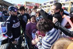 Nick Heidfeld, BMW Sauber F1 Team, signe des autographes