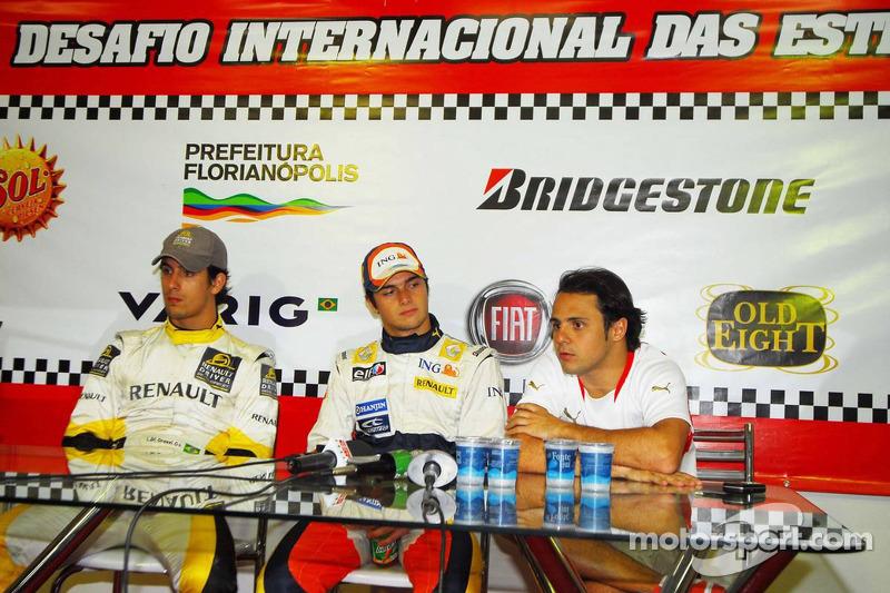 Nelsinho dando entrevista ao lado de Massa e di Grassi