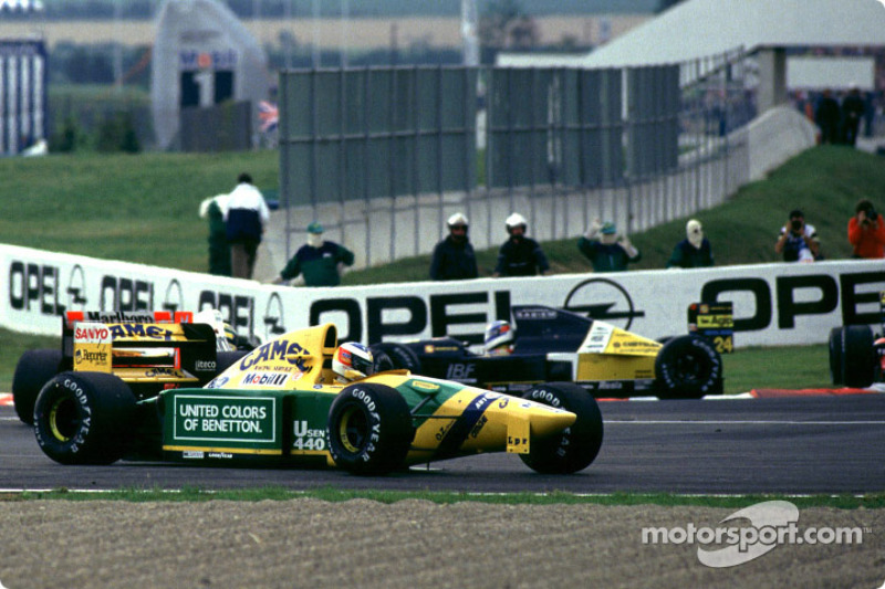 Michael Schumacher se estrella en la horquilla de Adelaida