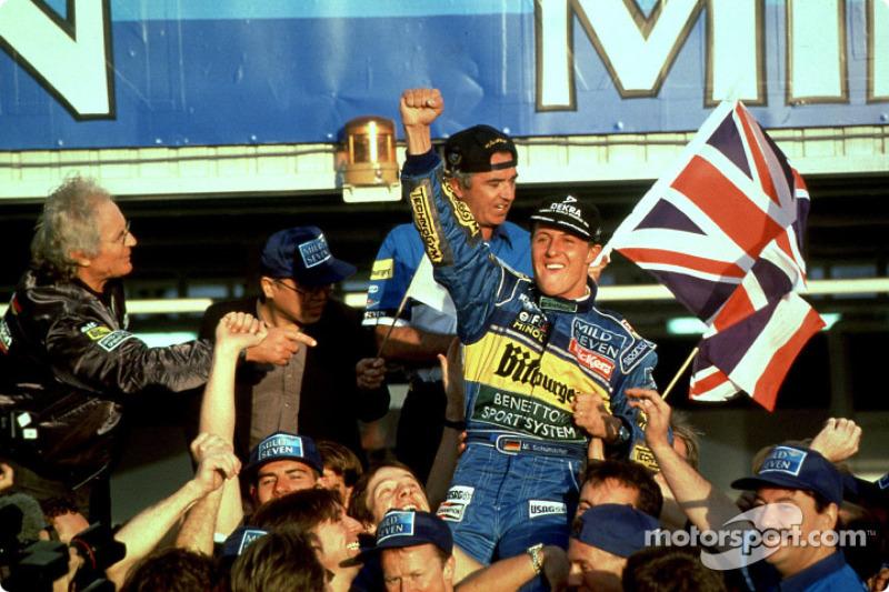 Aunque ganó cuatro de sus primeros seis mundiales con Ferrari, los dos primeros títulos de Schumacher fueron con Benneton. Campeón con dos equipos