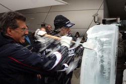 Ice carving, Dr. Mario Theissen, BMW Sauber F1 Team, BMW Motorsport Director