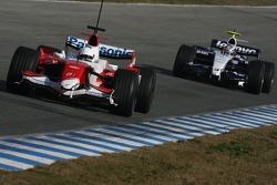 Timo Glock, Toyota F1 Team, TF107 y Nico Hulkenberg, WilliamsF1 Team, FW29-B piloto de prueba