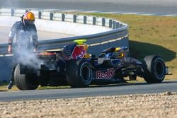 Mark Webber, Red Bull Racing, RB3, se para por un fallo mecánico