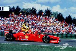 Michael Schumacher prend Giancarlo Fisichella en stop