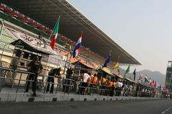 Teams on the pitwall
