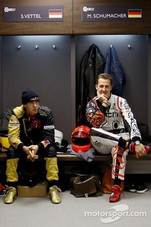 Sebastian Vettel y Michael Schumacher en la sesión informativa para conductores