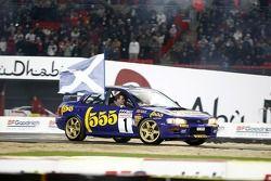 Alister McRae in de Subaru Impreza van zijn broer Colin McRae