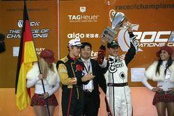 Sebastian Vettel y Michael Schumacher levantan la Copa de Naciones para Alemania