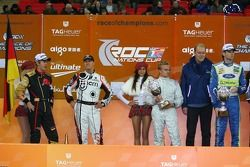 Podio: los ganadores de la Copa de Naciones Sebastian Vettel y Michael Schumacher con el segundo lugar Marcus Gronholm