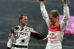 Le vainqueur de la Race of Champions 2007 Mattias Ekstrom avec le second Michael Schumacher