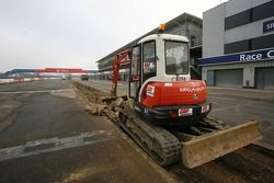 Reconstruction, Silverstone pit wall