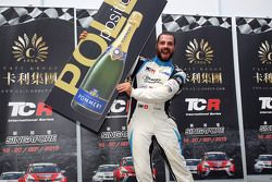 Pole sitter Stefano Comini, SEAT Leon, Target Competition