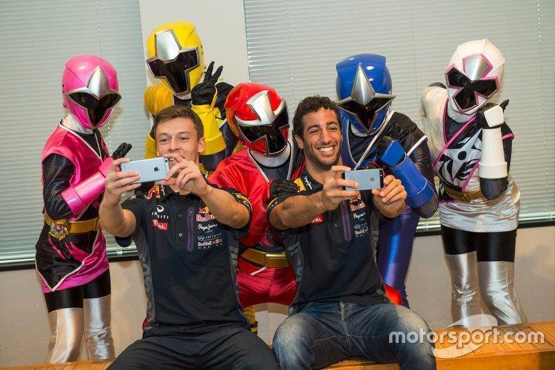 Daniel Ricciardo, Red Bull Racing and Daniil Kvyat, Red Bull Racing with Eiichi Ishigaki, vice-govenor of Mie Prefecture and the Shuriken Sentai Ninninjyaa