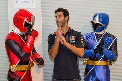 Daniel Ricciardo, Red Bull Racing conhece Shuriken Sentai Ninninjyaa