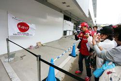 Un tributa a Jules Bianchi en el pit lane