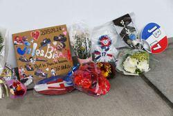 Homenajes a Jules Bianchi se coloca al lado de la fosa garaje Manor Marussia F1 Team