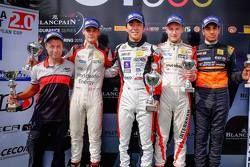 Подиум: уи Делетраз, Josef Kaufmann Racing, второй, Укио Сасахара, ART Junior, победитель, Кевин Йор