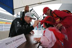 Nico Hulkenberg, Sahara Force India F1 con fans