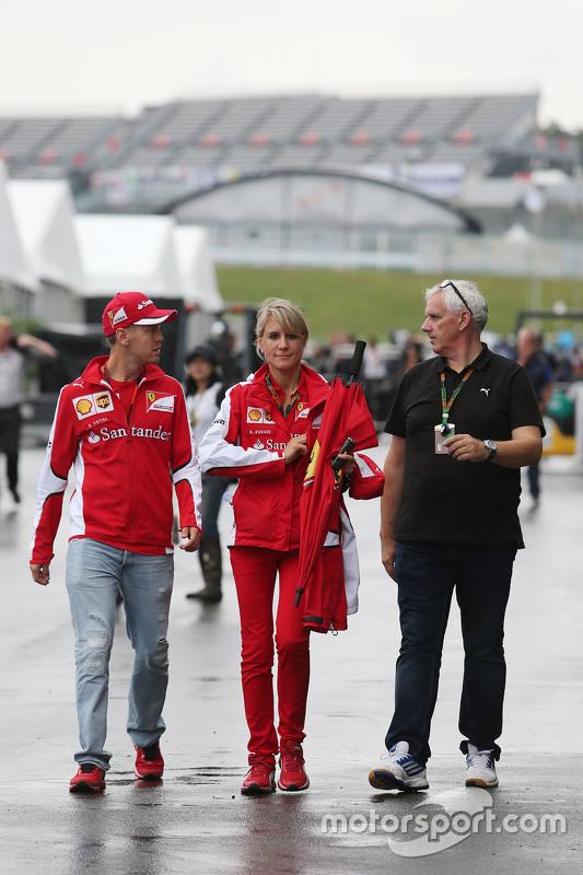 Sebastian Vettel, Ferrari, mit Britta Röske, Ferrari-Pressevertreterin
