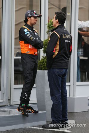 Sergio Pérez, Sahara Force India F1 con Federico Gastaldi, Lotus F1 Team Equipo Adjunto Principal